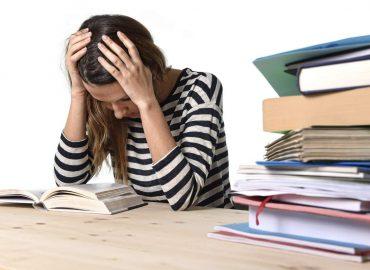 Lo stress colpisce anche i giovani: le cause più comuni