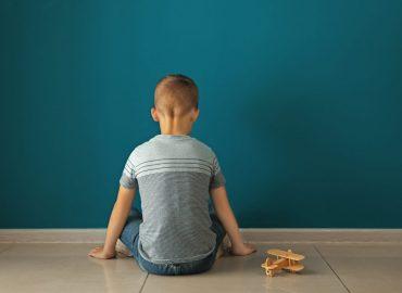 Autismo: cos'è e come riconoscerlo