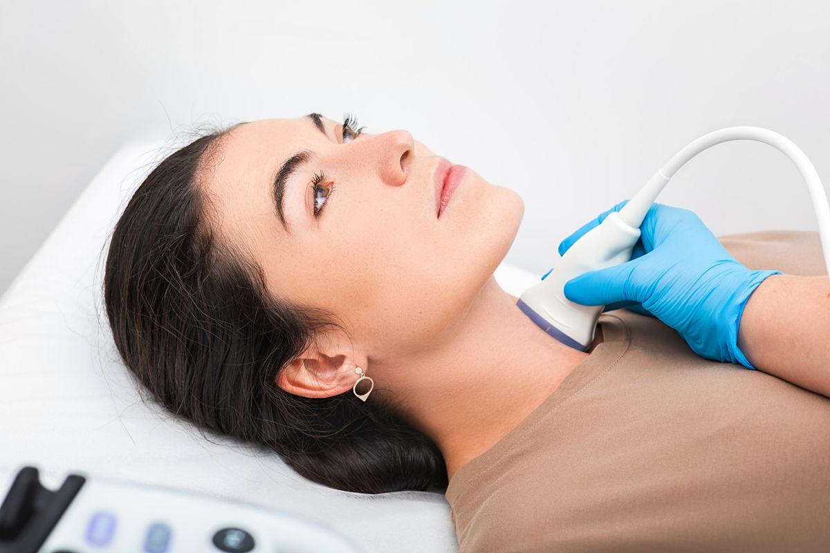 Noduli alla tiroide: quando conviene asportarli?